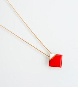xeiropoihto-kosmhma-ashmi-kolie-mikro-tetragono-leuko-kokkino-neo